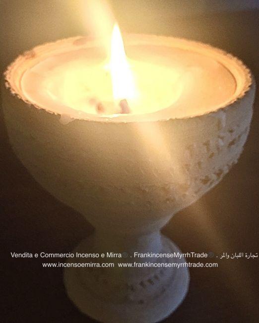 candele con incenso fatte a mano su base in terracotta artigianato dell'Oman. Ingrosso e importazione candele con incenso e mirra artigianali. Vendita e Commercio Incenso e Mirra